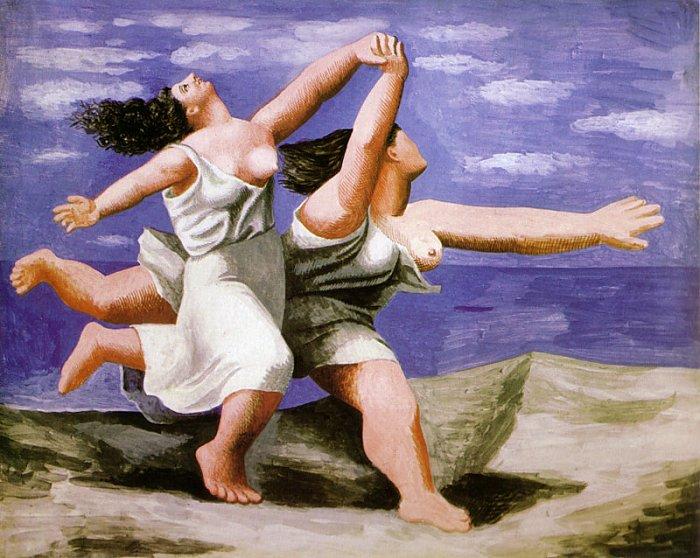 שתי נשים רצות על החוף
