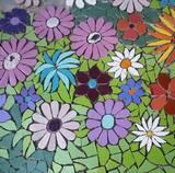 פסיפס פרחים סגולים  בחצר - קרמיקה