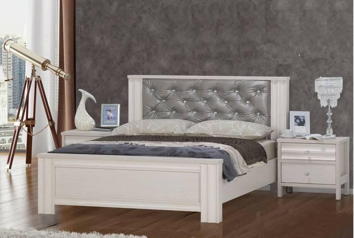 חדר שינה: מיטה זוגית ושידות איביזה