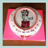 עוגה עם מארי מחתולים בצמרת