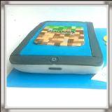 """עוגת אייפד עם אייקון של המשחק """"minecraft"""""""