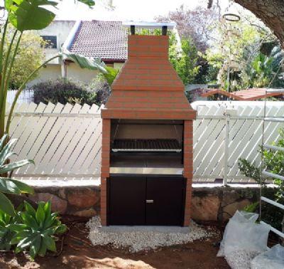 גריל בנוי בואנוס אירס עם דלת תחתונה