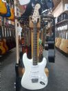 גיטרה חשמלית בצבע לבן פנדר סקוויר FENDER SQUIER